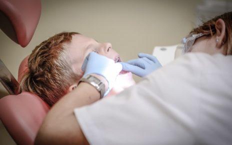 Na czym polega protetyka stomatologiczna? Poradnik pacjenta