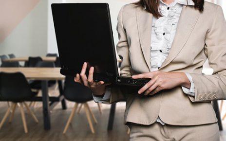 Jak wybrać skuteczne szkolenie sprzedażowe – Poradnik handlowca