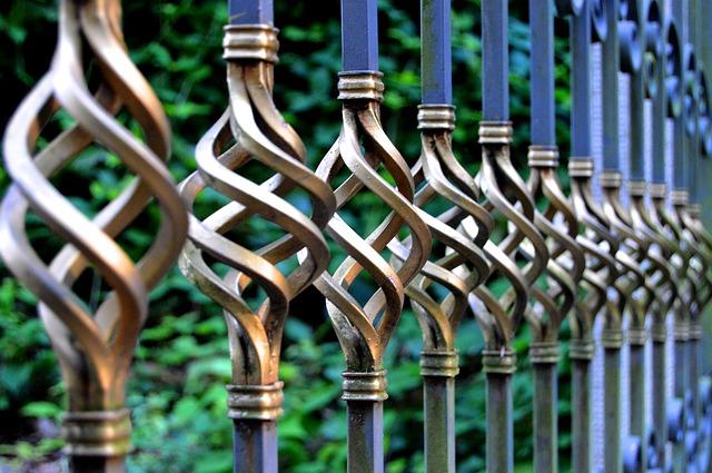 Zalety i wady balustrad metalowych