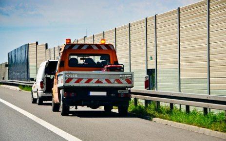 Autoholowanie i pomoc drogowa – kiedy korzystać z tych usług?