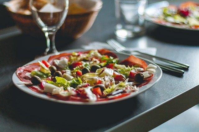 Jak zdrowo jeść w restauracji?