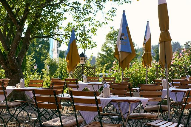 Jak urządzić ogródek restauracyjny?