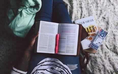 5 książek, które musi przeczytać menedżer restauracji