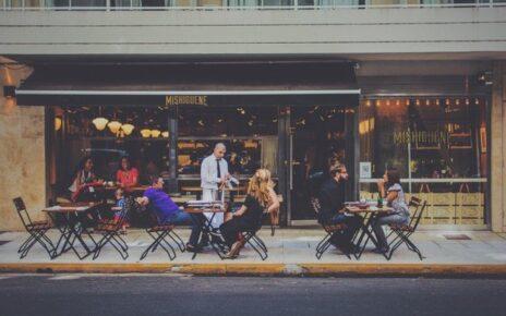 Gdzie i jak nauczyć się profesjonalnej obsługi klienta potrzebnej do pracy w restauracji?