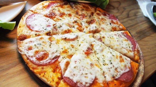 Czym powinna cechować się prawdziwie smaczna pizza rodem z Włoch?